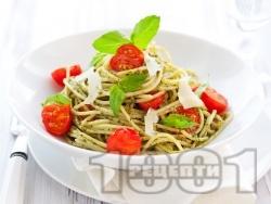 Спагети (паста) с босилеково песто, чери домати и пармезан - снимка на рецептата